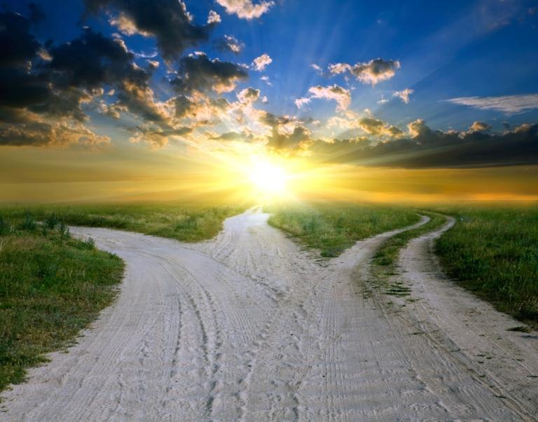 Straßen auf dem Land in den Sonnenuntergang | Foto: Pavel Klimenko – stock.adobe.com